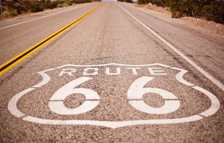 Na americkej Rout 66 zažijete mestá duchov aj autokiná.